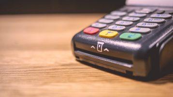 Photo d'un terminal de paiement par carte de crédit ou débit